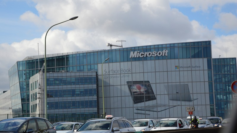 Exclusif : le Surface Book s'affiche en grand à Issy-les-Moulineaux